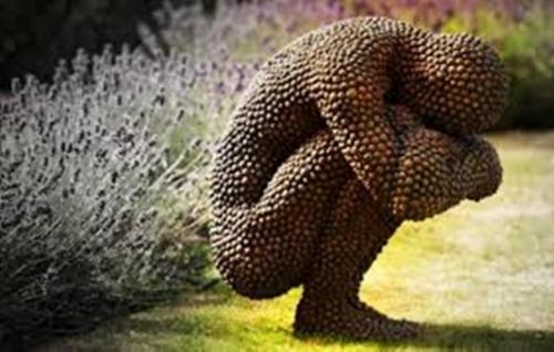 Trypophobia statue huddle
